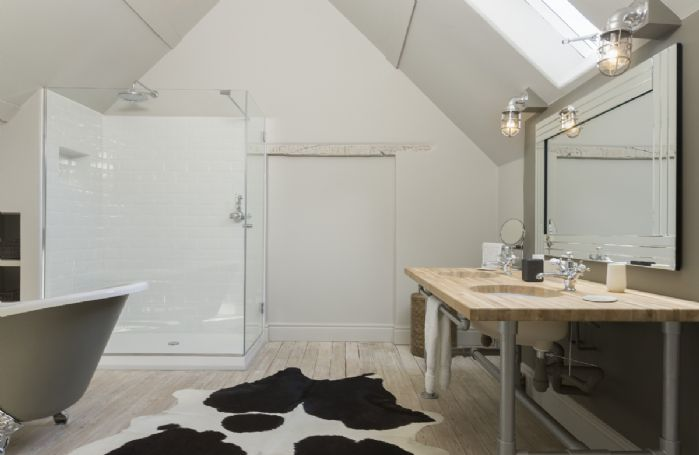 The Stables: En-suite bathroom with roll-top bath and walk in shower