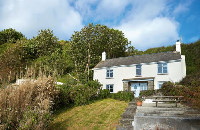 Downsteps is a charming and lovingly restored 200 year old beachside fisherman's cottage nestling in a secluded cove
