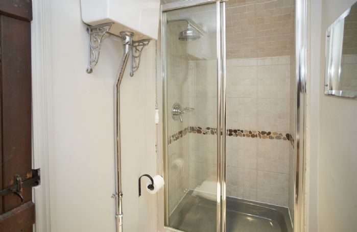First floor: Shower room with wc