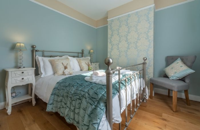 First floor: Beautifully furnished double room with 4'6 bed