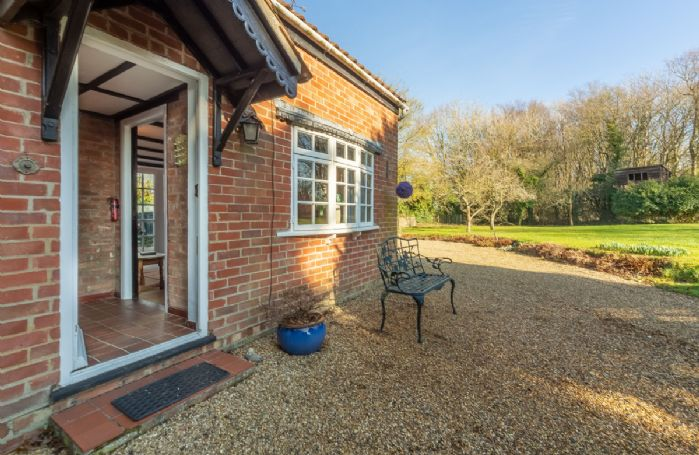 Peak Hill Cottage is a detached property surrounded by a spacious, leafy garden