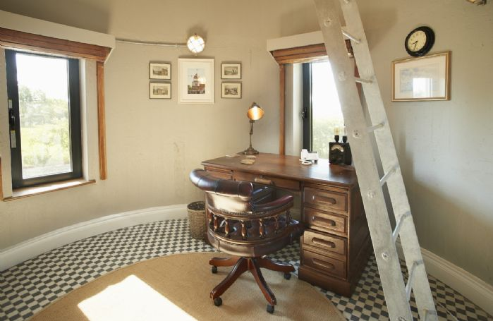 Ground floor: Circular 'Engineers Room' study