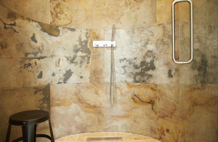 First floor: Separate rain shower