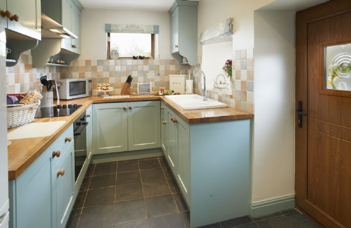 Ground floor: Fully equipped and modern kitchen