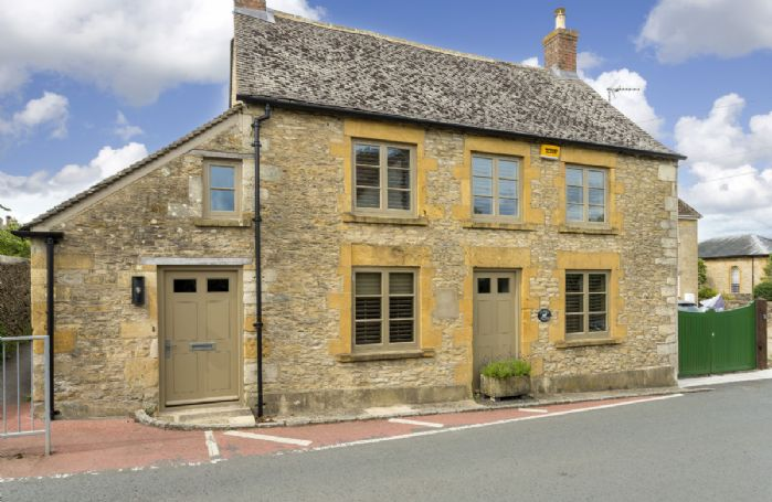 Fleece Cottage is a superbly finished contemporary holiday home in the heart of Stow-on-the-Wold