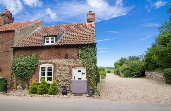 The Cottage is situated in Baconsthorpe, a village a few miles south-east of Holt and south of Sheringham