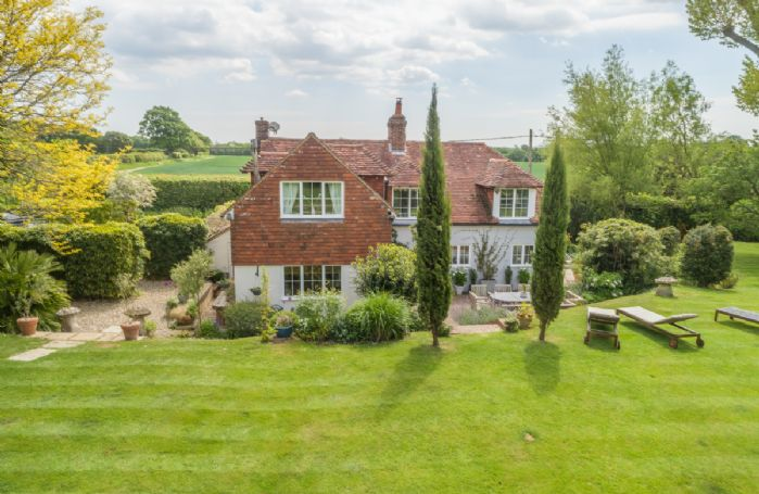 This beautiful detached country cottage situated in a secluded and peaceful setting