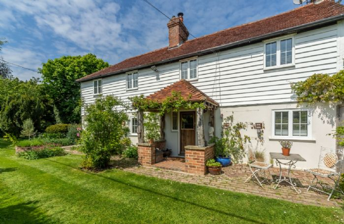 Beautiful country cottage situated in a secluded and peaceful setting boasts stunning rural views
