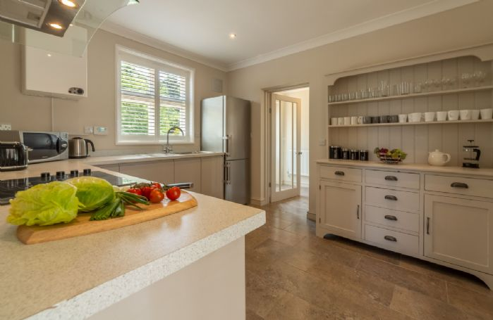 Ground floor: Modern and fully equipped kitchen