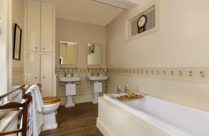 First floor: En-suite to the Summer Suite