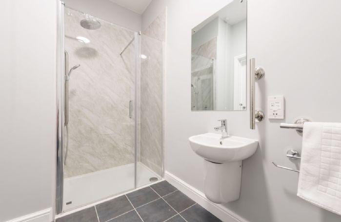 Drackenorth Lodge: Ground floor en-suite shower room