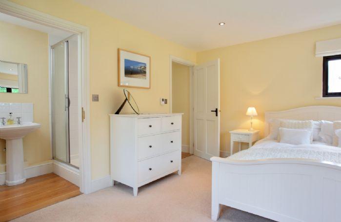 Ground floor:  Bedroom with king-size bed and en-suite shower room