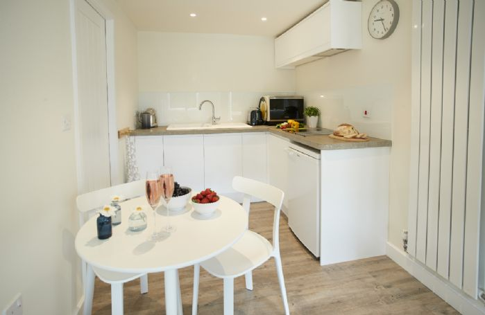 Ground floor: Delightful kitchen with table and chairs for two