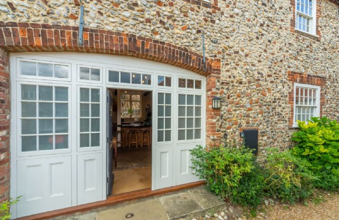 Side entrance leading into the entrance hall and kitchen