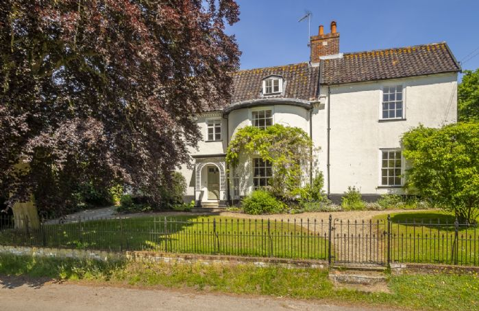 The Old Rectory is situated in beautiful countryside between Heveningham and Ubbeston
