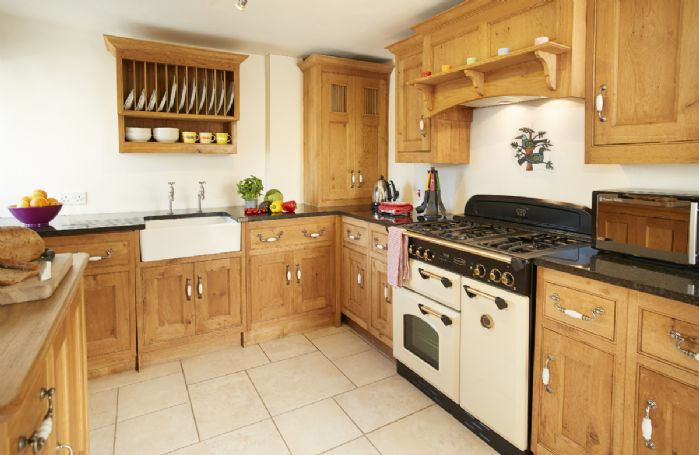 Ground floor: Spacious and fully equipped kitchen