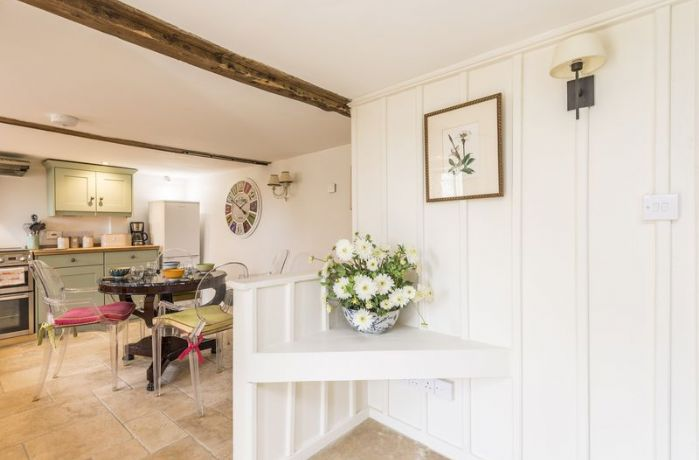 Ground floor: Underfloor heating throughout the kitchen, dining room and sitting room