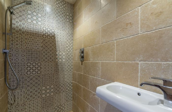 The Pottery Barn ground floor: Wet room access from utility room