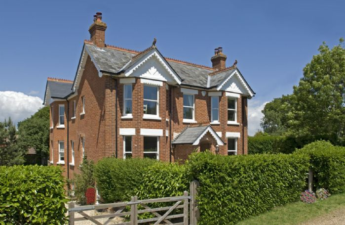 The Bend Retreat is a large and luxurious Victorian-period house with plenty of style and facilities for large groups to relax