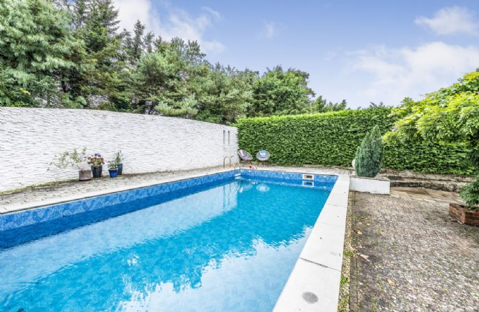 Heated swimming pool with seating area