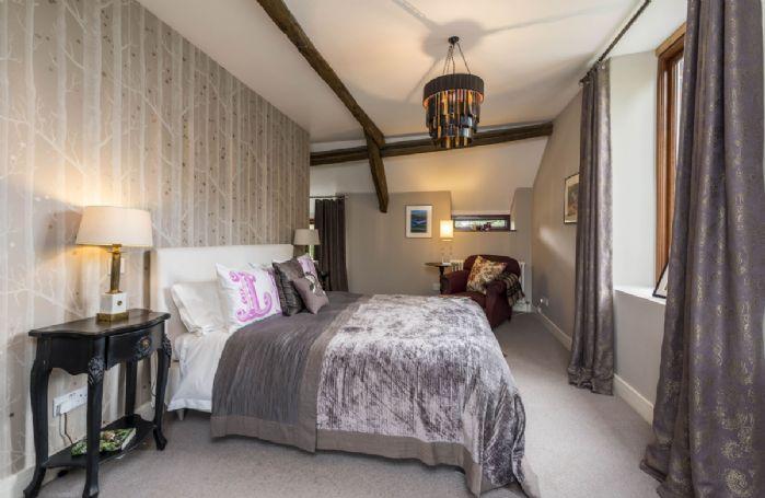 First floor: Master bedroom with 5' king size bed, underfloor heating and en-suite shower room