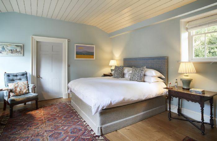 Ground floor: Master bedroom with en-suite bathroom