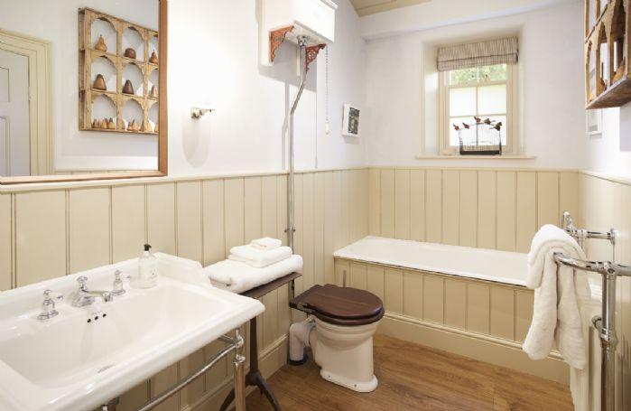 Ground floor: En-suite bathroom for master bedroom