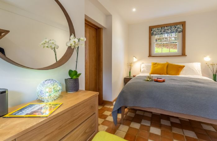 Ground floor: Bedroom with 5' king size bed and underfloor heating