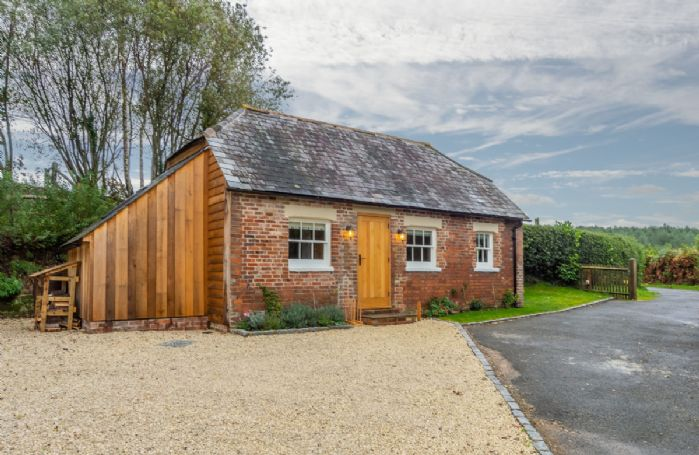 Inkpen Cottage with gravelled drive