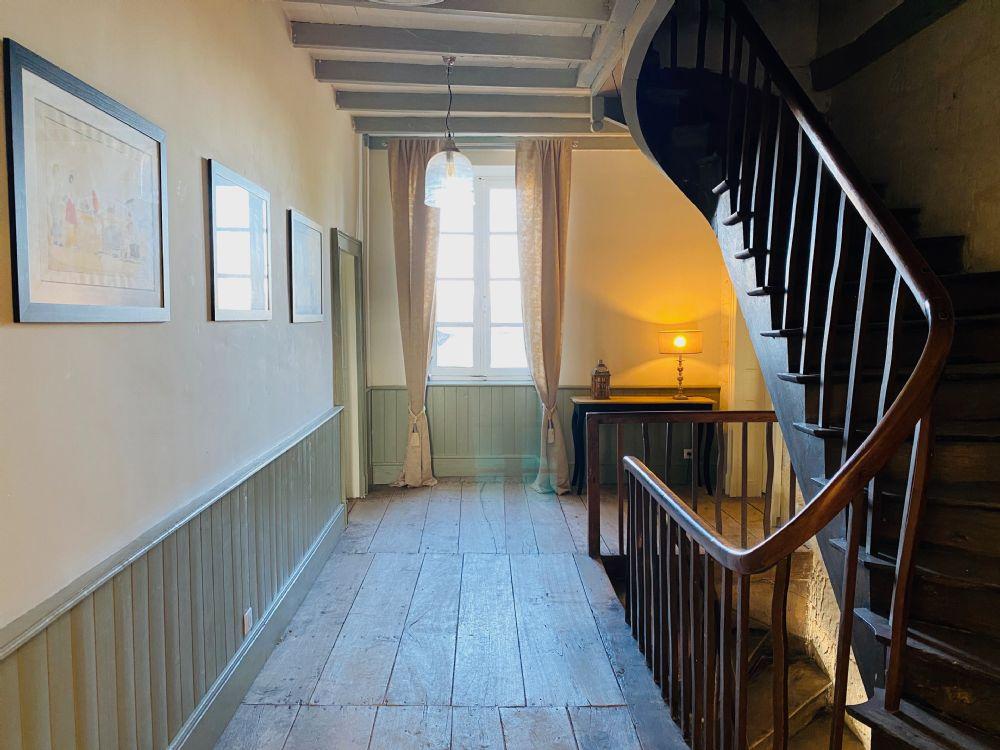 L'Appartment, entranceway