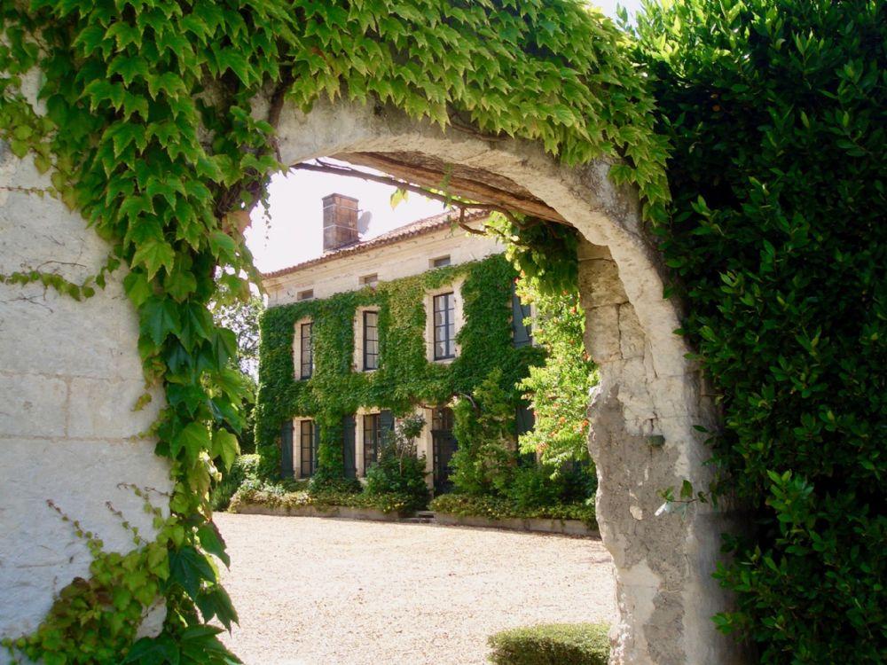 Le Manoir entrance