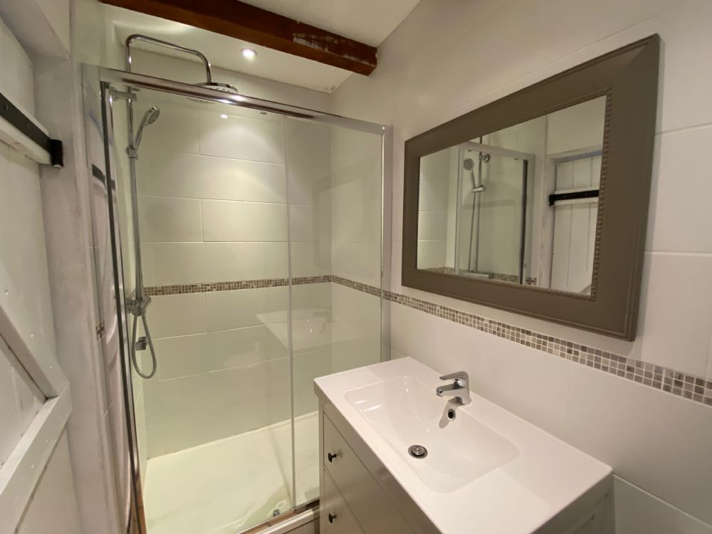 Master bedroom en-suite..