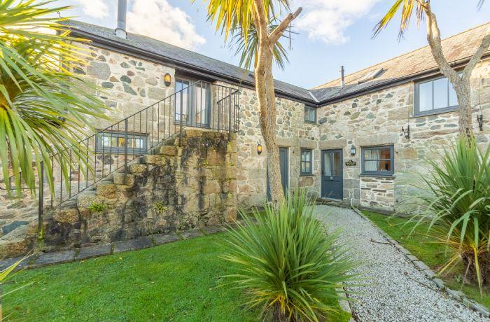 Sunflower Cottage - Gonwin Manor