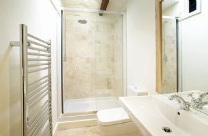 Hause Hall Farm:  First floor: The Martindale en-suite shower room