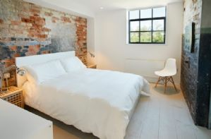 Ground Floor: double bedroom with 6' bed and en-suite shower room