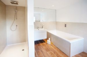 First floor:  En-suite bathroom  to previous bedroom with walk in shower
