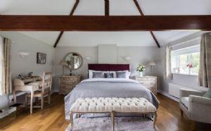 First floor: Master bedroom with 6' zip and link bed