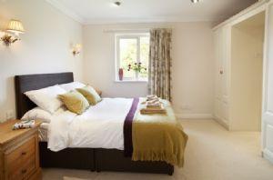 First floor: Master bedroom with 4'6 double bed and en-suite bathroom