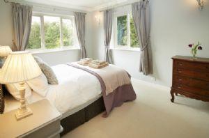 Ground floor: Bedroom with 4'6 double bed and en-suite bathroom