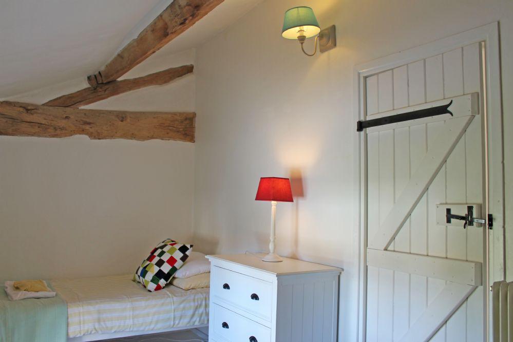 Side twin room..