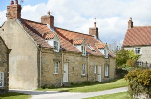 Librarian's Cottage: Pretty stone cottage situated in the Castle Howard estate village of Coneysthorpe