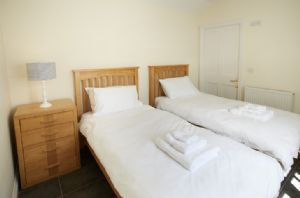 Ground floor: Twin bedroom with en-suite shower room