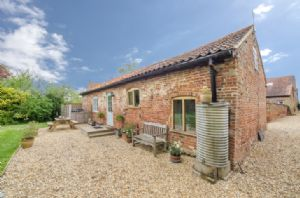 This beautiful 400 year old former Malthouse, looking out over wooded and tranquil countryside, offers modern first class ground floor facilities while preserving its character as a Grade II listed building