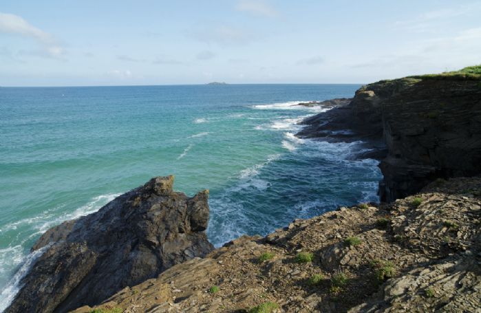 Located on a headland between the sandy beaches of Harlyn and Constantine Bays