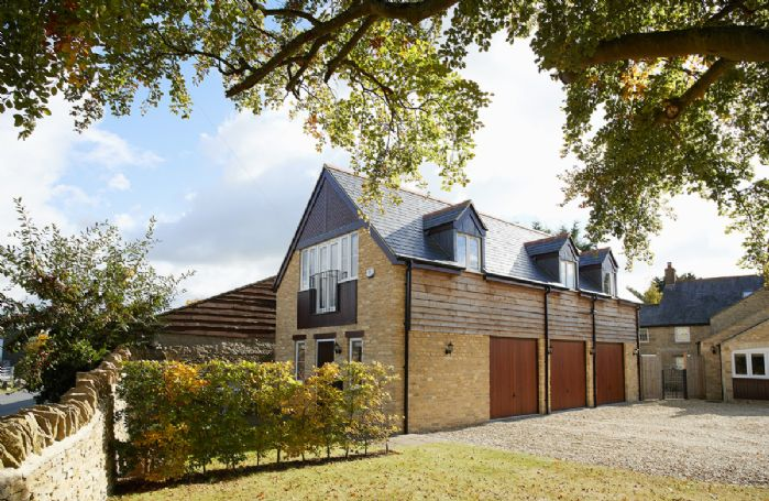 The Coach House is a newly renovated, stylish cottage style apartment near Woodstock, Oxfordshire