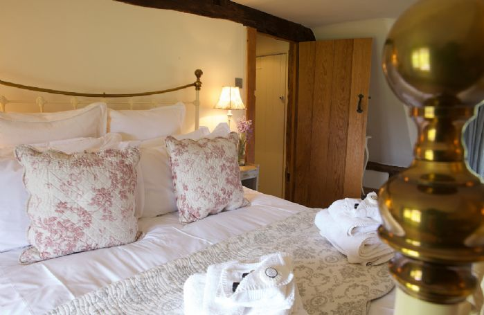 First floor: Double bedroom with 5' king-size bed