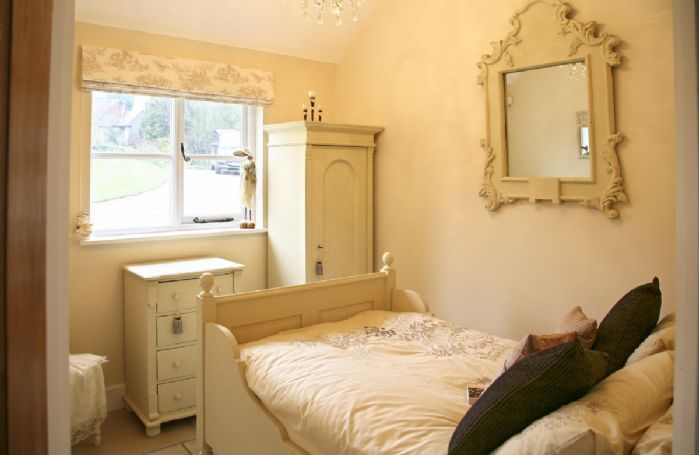 Ground floor: Single bedroom with a 3'6 bed
