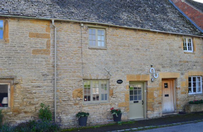 Felltree Cottage sits on a quiet street in the beautiful Cotswolds village of Broadwell