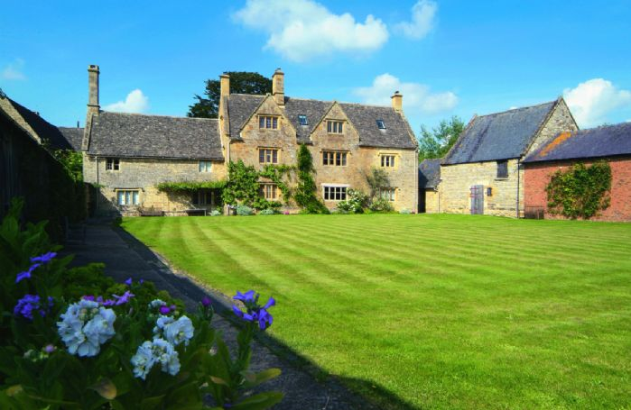 Willington Manor Farmhouse with accommodation for 4 Guests is a classic 17th century Grade II listed Cotswold farmhouse set away from the road, surrounded by its own farmland