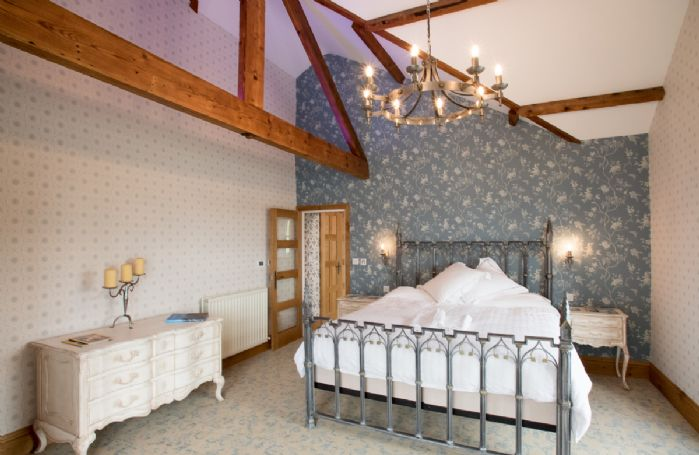 First floor: Pikeawassa has a 6' super king bed with Vispring Elite mattress and en-suite natural stone bathroom with raised bath and separate monsoon and raindrop showers